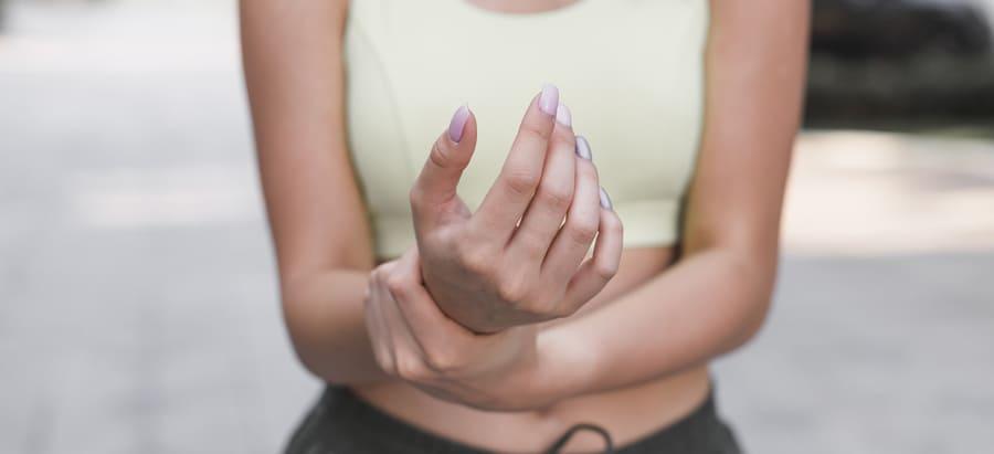Quelle préparation vous aidera pour les articulations ? Des médicaments en comprimés, compléments alimentaires herbeux ou une pommade pour douleur articulaire ? Un classement des meilleurs produits.